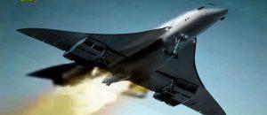 El primer avión supersónico de pasajeros, el vuelo 4590 del Concorde, cayó envuelto en llamas.