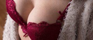 ¿Por qué los senos fascinan a los hombres?